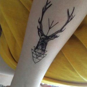 tatouage cerf flèche