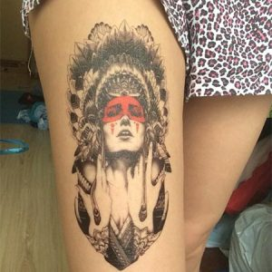 tatouage femme coiffe indienne