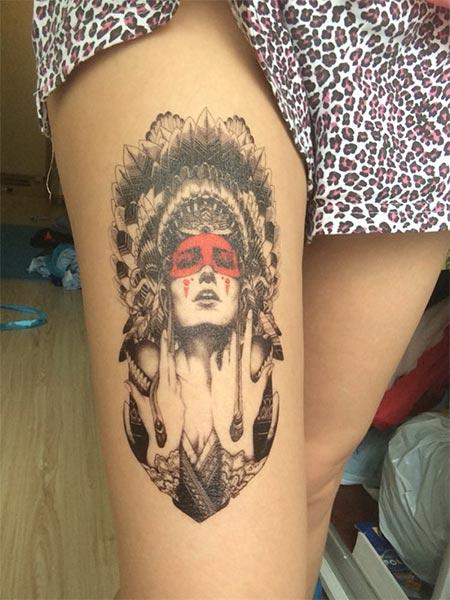 Tatouage Ephemere D Une Femme Avec Une Coiffe Indienne Raoul Chnock
