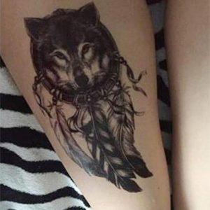 tatouage loup plume