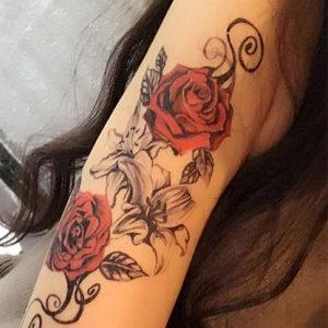 Tatouage grappe de roses